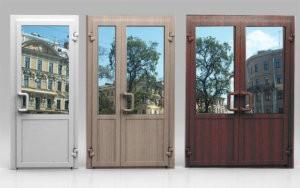 Стеклянные входные двери в загородном доме