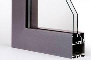Алюминиевые окна угловое соединение со стеклом ALUMARK